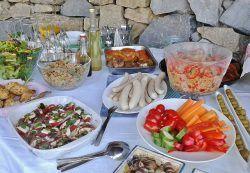 使い捨てはダメ!庭のBBQでおしゃれな食器で盛り上げていこう!
