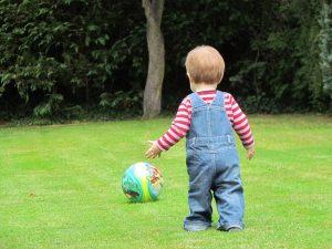 子供の庭遊び 準備