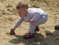 庭で砂場の作り方、DIY、 砂場で子供が楽しめるおもちゃのおすすめ