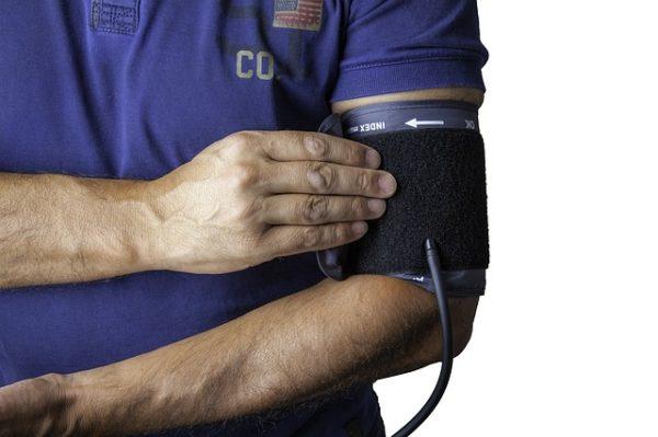 血圧計おすすめと種類(手首、上腕)や測り方などの基礎を紹介