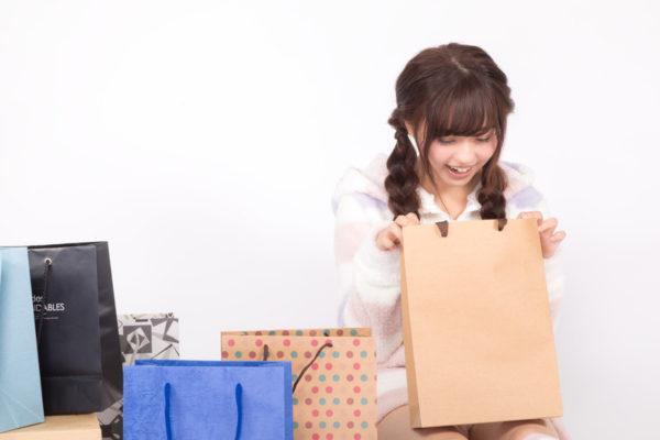 プレゼントで喜ぶ女の子